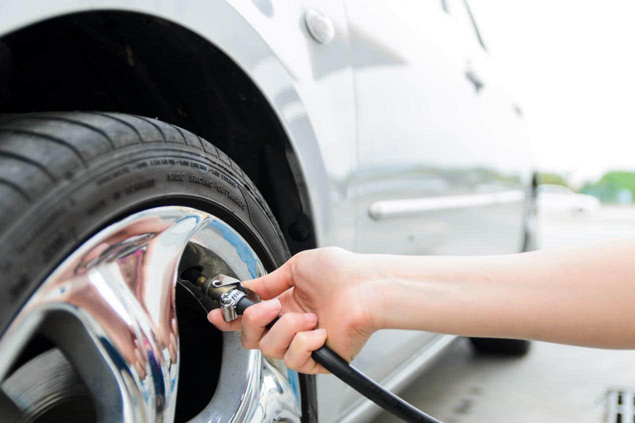 汽车轮胎安装方向图片